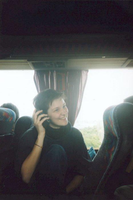 Bus - Anna handyfoniert